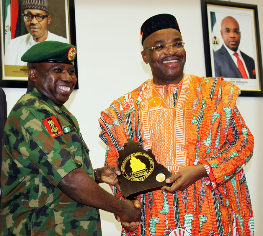 Governor Udom Emmanuel presenting a souvenir to General Officer Commanding 6 Division, Nigerian Arm